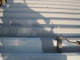 折半屋根 上塗り