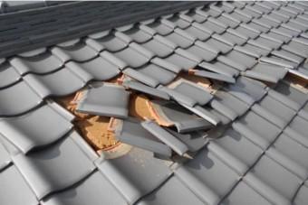 台風によりずれてしまった瓦屋根