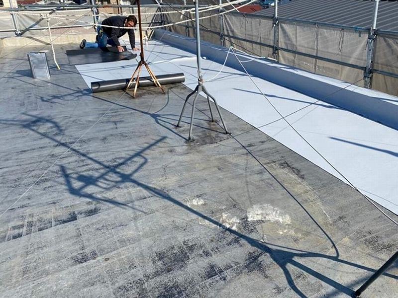 【屋上修繕の工程】塩ビシートを貼り付け屋上の修理