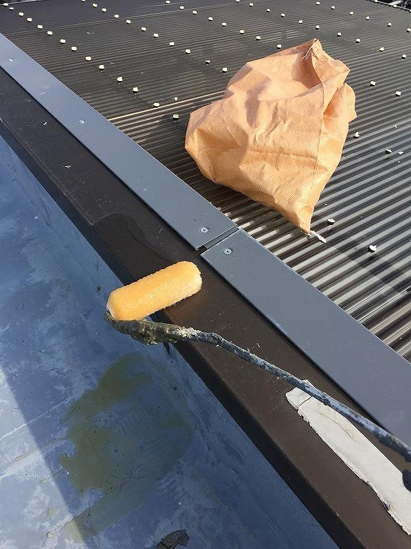 塩ビシート防水のプライマー塗り