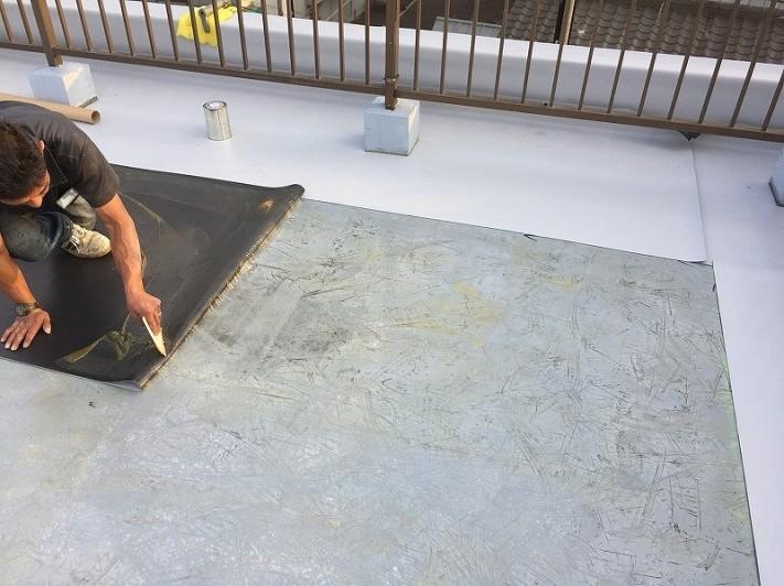 塩ビシート防水のシート貼り