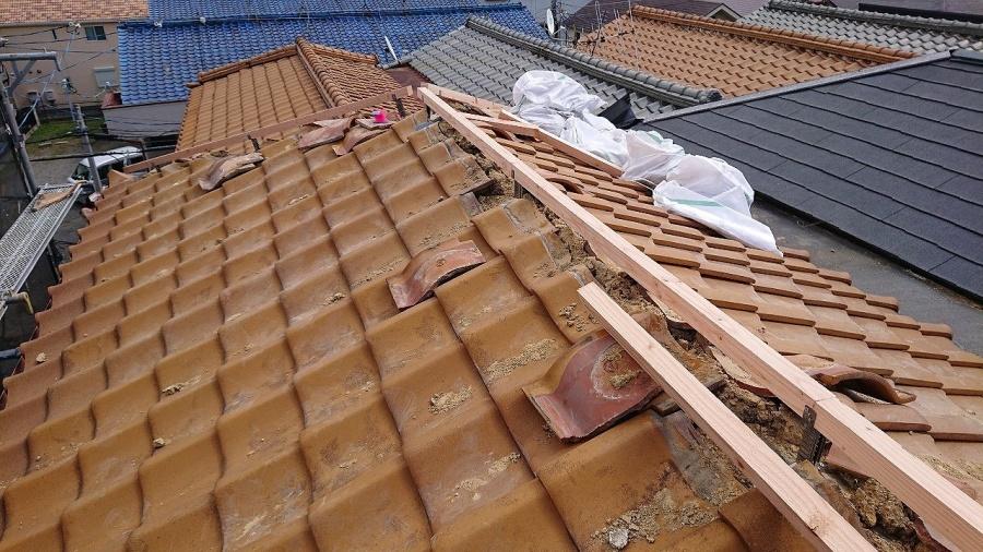 棟金具の上に垂木施工