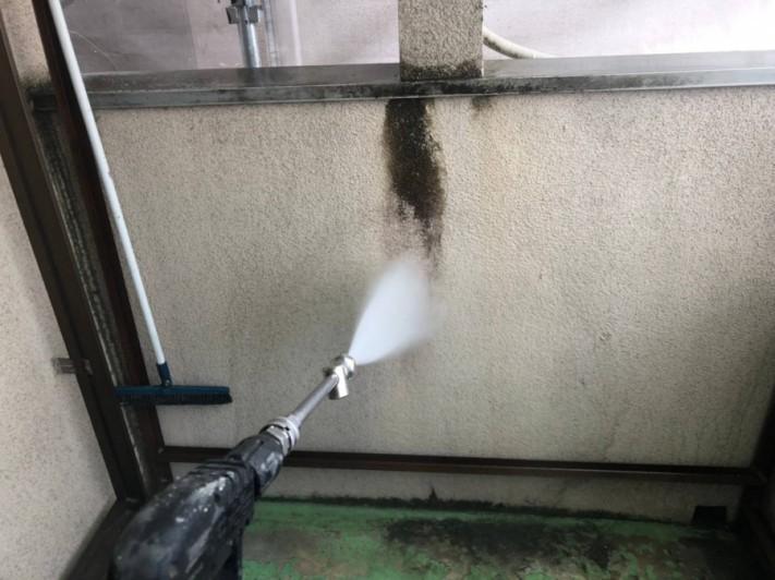 高圧洗浄機で清掃