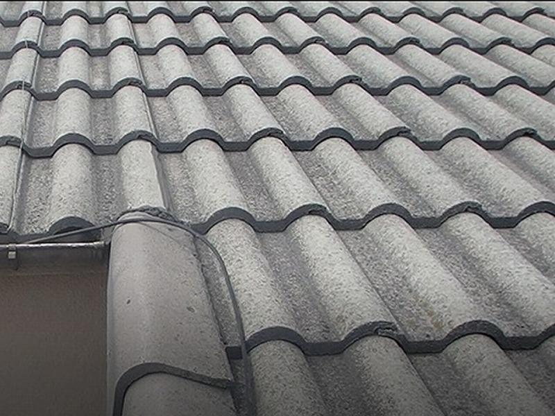 屋根葺き替え前のセメント瓦