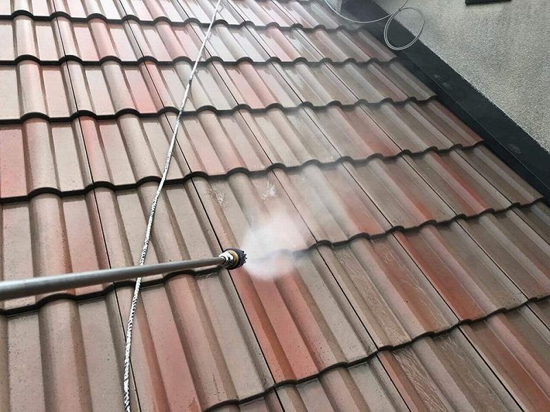【屋根リフォームの工程】屋根の高圧洗浄