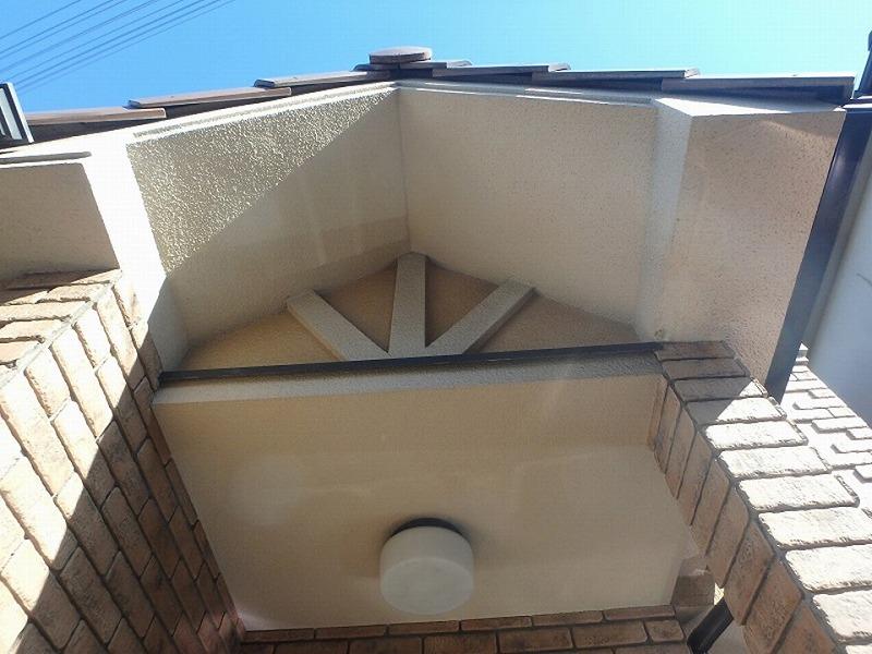 外壁・屋根リフォーム前の玄関天井