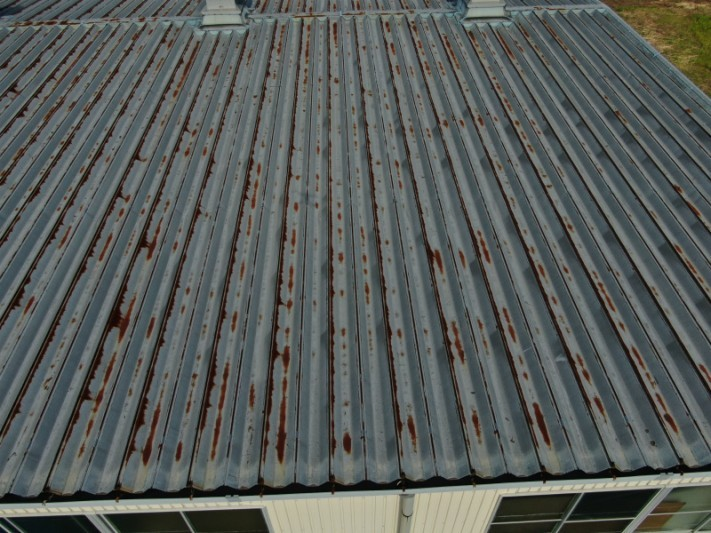 倉庫の折半屋根