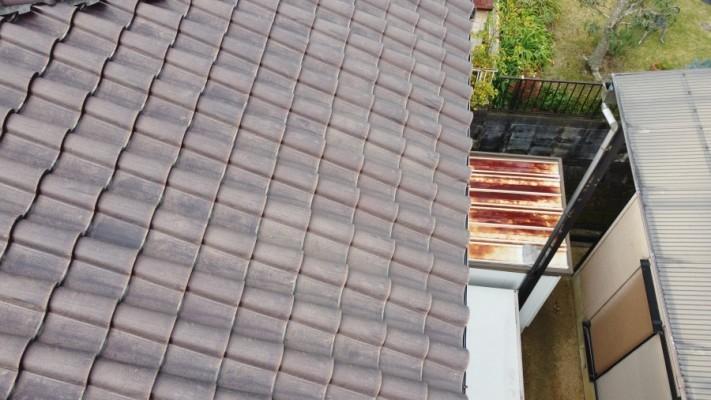 カビが生えた瓦屋根