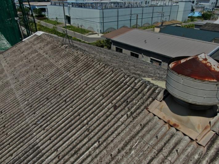 工場のスレート屋根