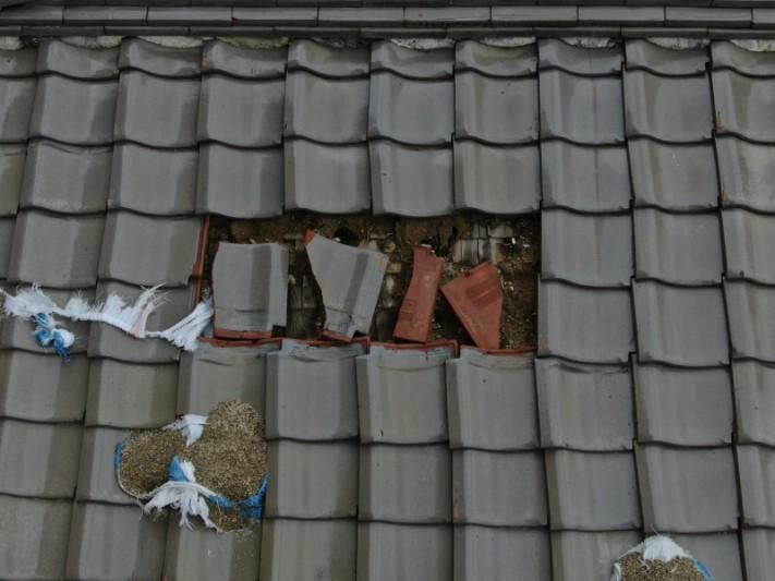 台風で瓦の被害