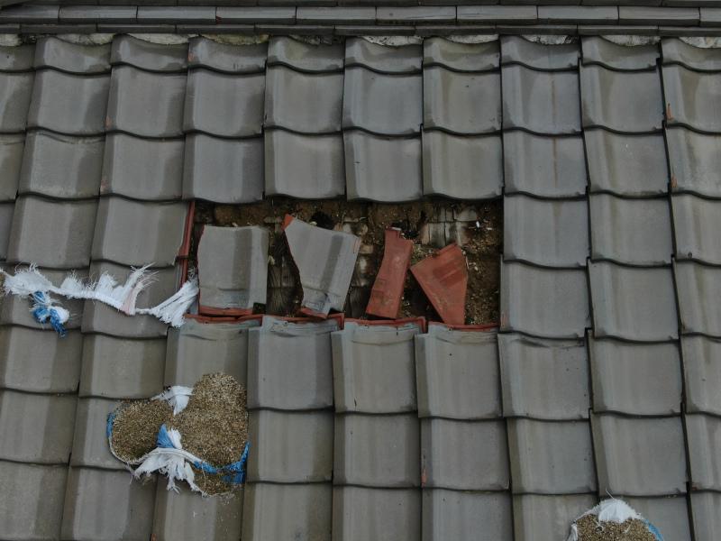 台風の被害 瓦の差し替え