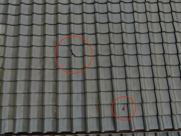 台風の被害 瓦の割れ