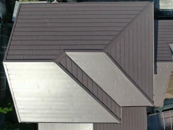 ドローンによる上空20メートルからの屋根の全景写真