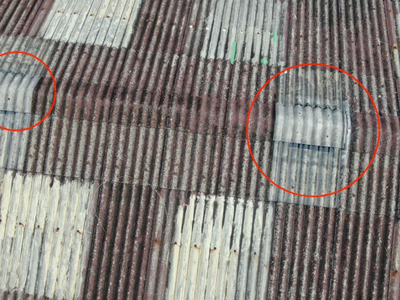 倉庫の屋根の棟付近跡(ドローンで撮影)