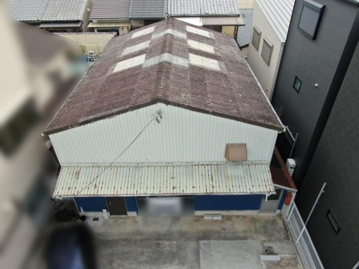 平野区の雨漏りでお困りの倉庫の全体写真