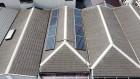 ソーラパネル付きのスレート屋根