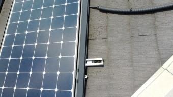 ソーラーパネルの周りにカビ