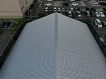 工場の屋根カバー工法
