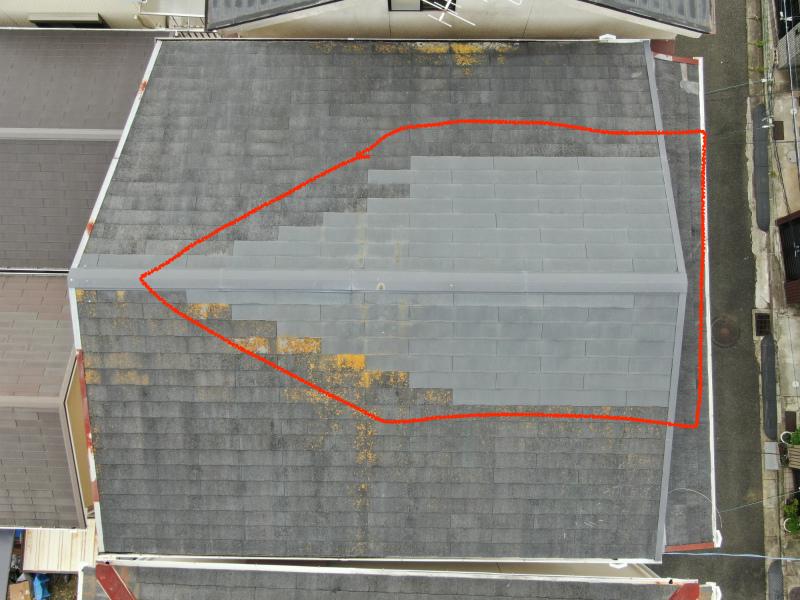 ドローンで点検中の屋根全体