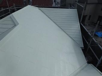 明るい色の屋根塗装例 リリーホワイト