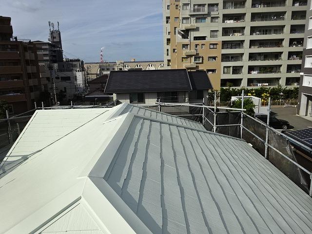 明るい色の屋根塗装例別角度 リリーホワイト