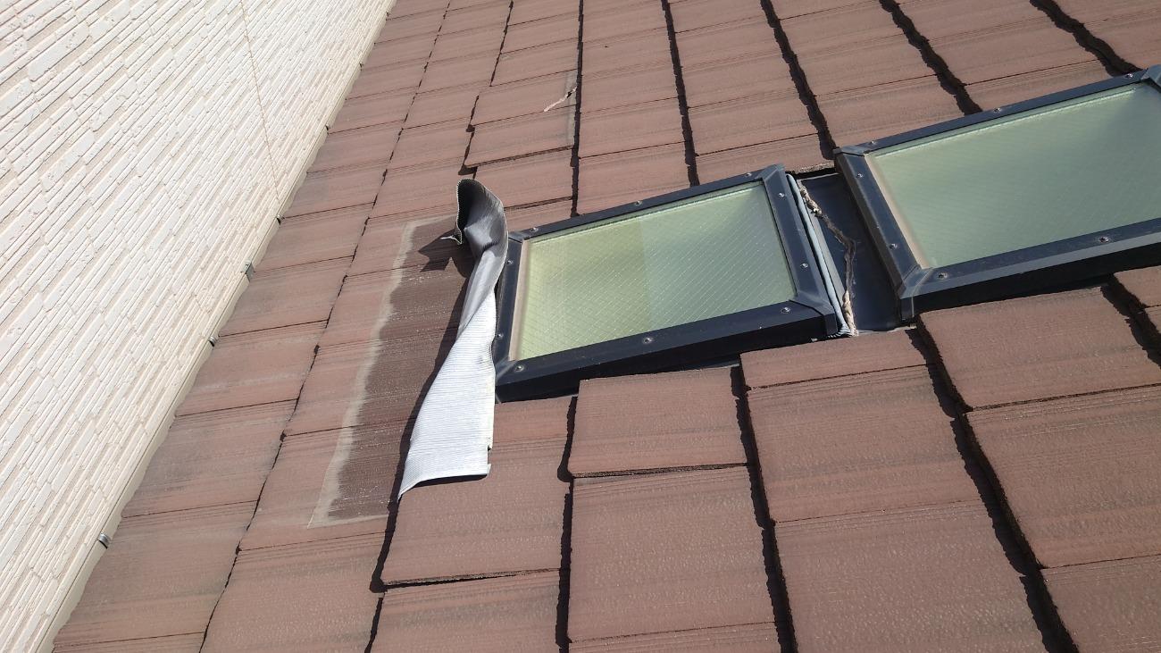 柏原市 瓦屋根修繕 天窓 施工前