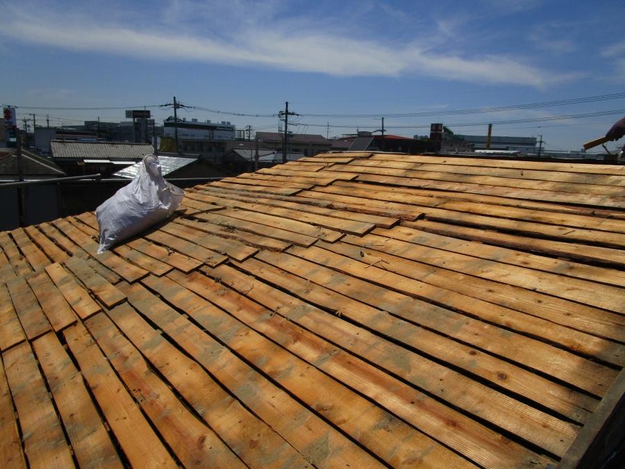 屋根の瓦捲り後