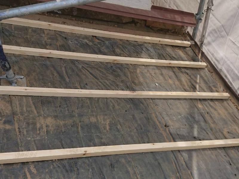 屋根の下地の高さ調整のための垂木