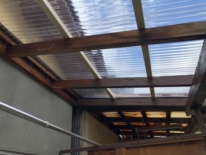 ベランダの屋根のポリカーボネート