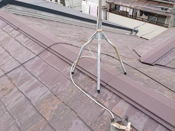 スレート屋根のテレビアンテナ