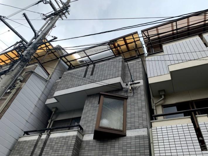 ベランダ屋根のポリカ波板交換