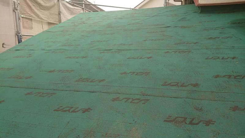 アスファルトルーフィングを敷き詰めた屋根