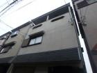 富田林市で屋根点検を行う三階建て住宅