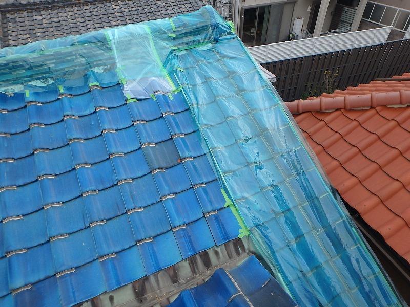 雨漏り箇所を応急措置で養生