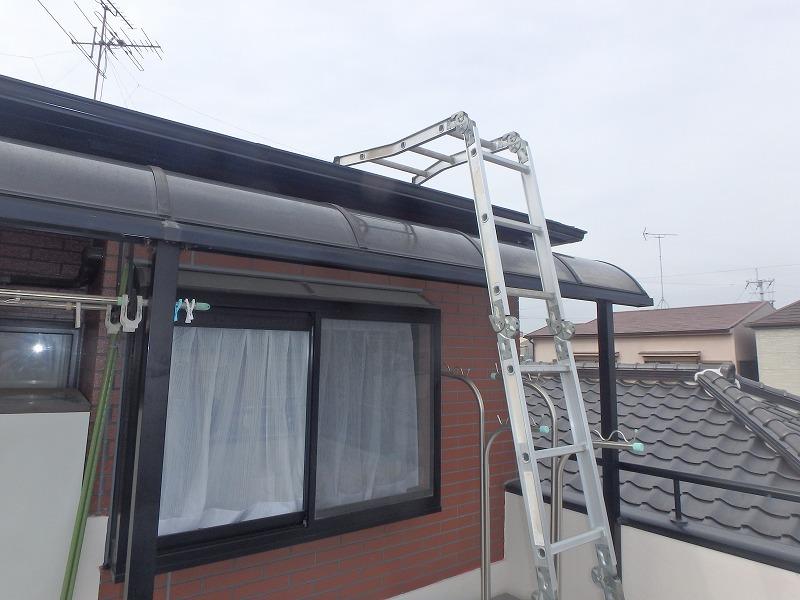 屋根補修 梯子をかけます