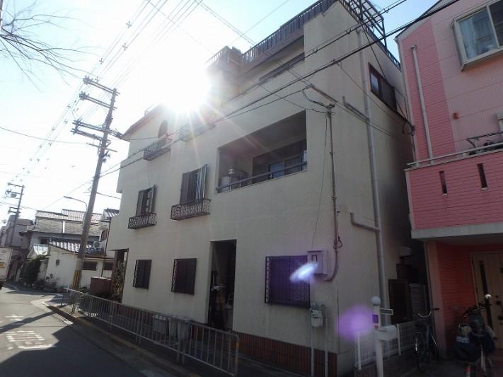 東大阪にて雨漏りしているお家の側面