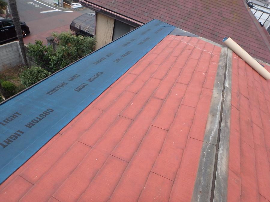 既存屋根の上から防水シート施工
