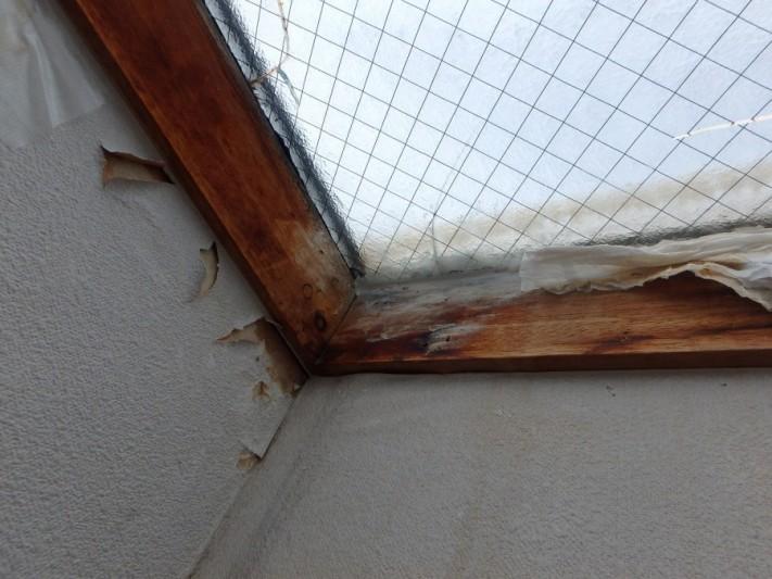 天窓雨漏り内部