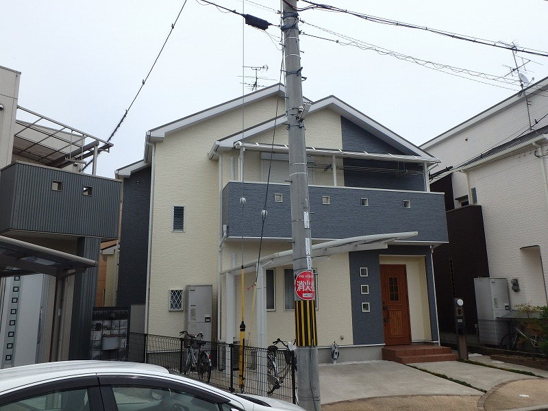 明るい色の屋根塗装例下から アンバーブラウン