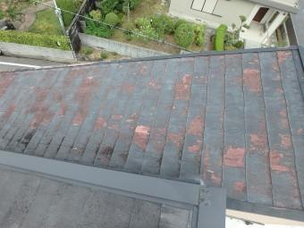 スレート屋根の塗膜のめくれ