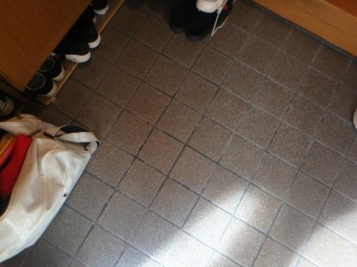 玄関床への雨漏り