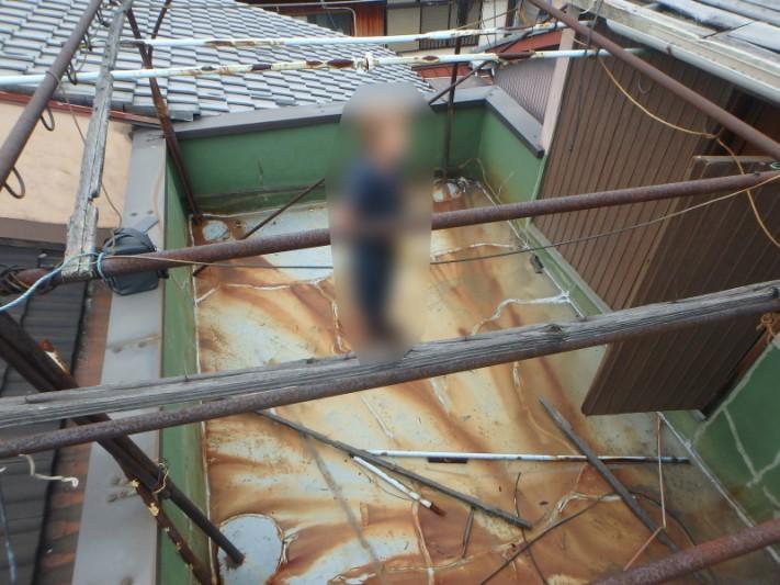 ベランダ屋根の波板の被害