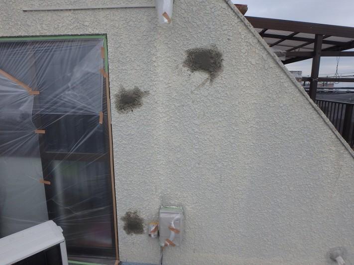 穴の開いた外壁の補修
