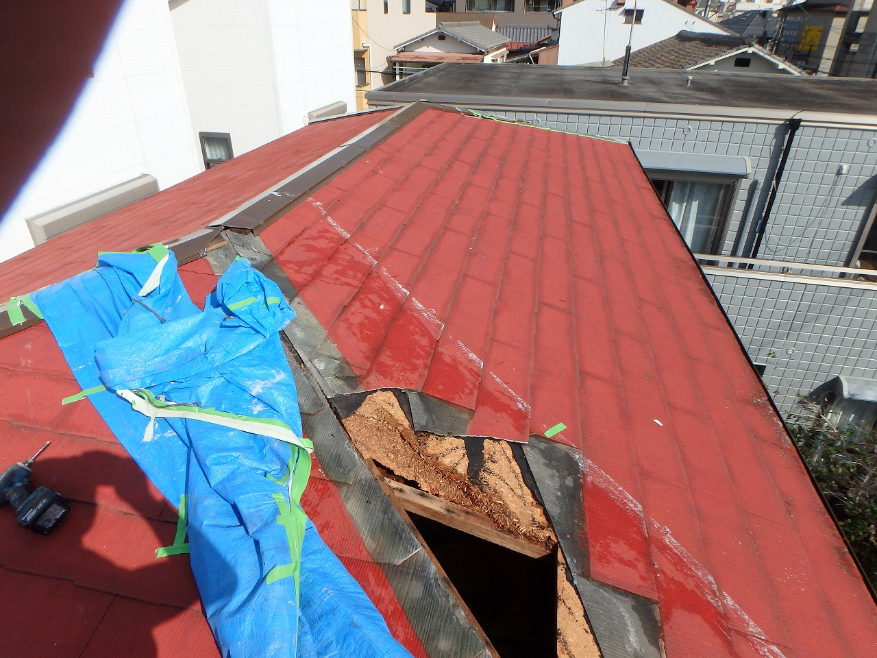 屋根の破損状況2