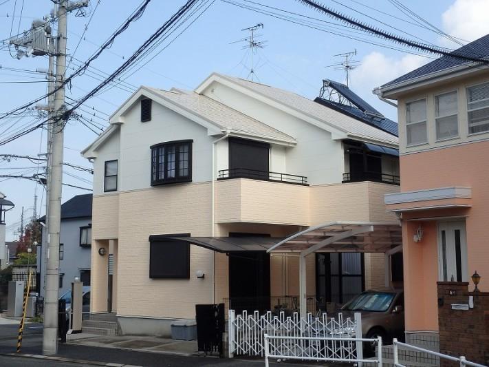 明るい色の屋根塗装例下から ベージュ