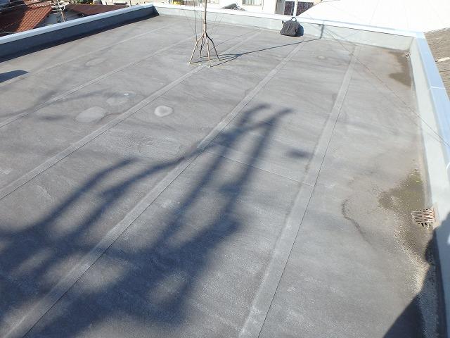 塩ビシートで施工した劣化している屋上防水の状態