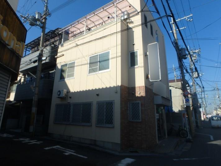 三階建てのALC外壁の賃貸物件