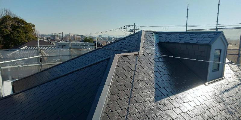 屋根中塗り半分