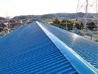 屋根カバー工法によって生まれ変わった工場の屋根
